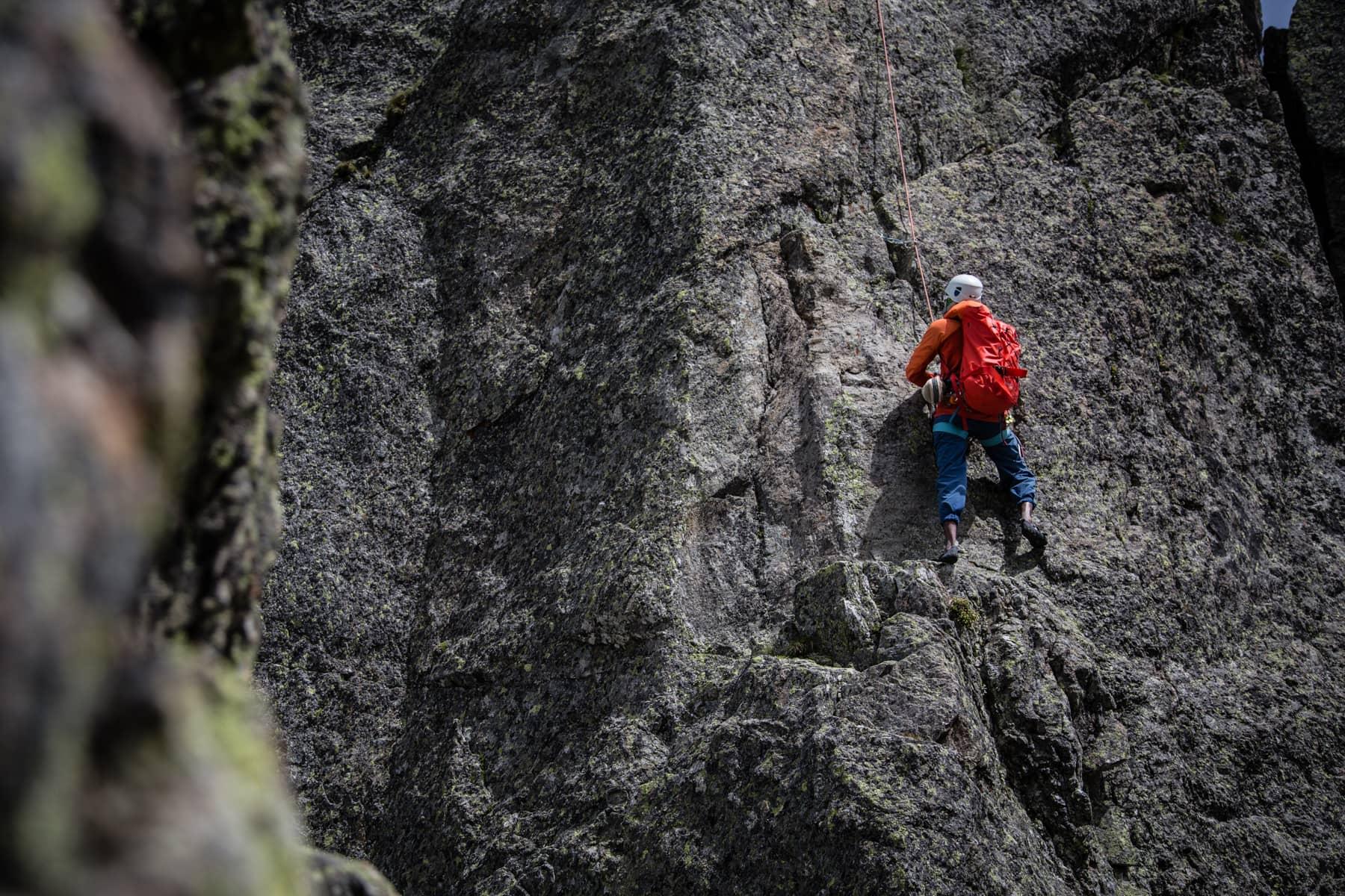 Klättring på bergvägg
